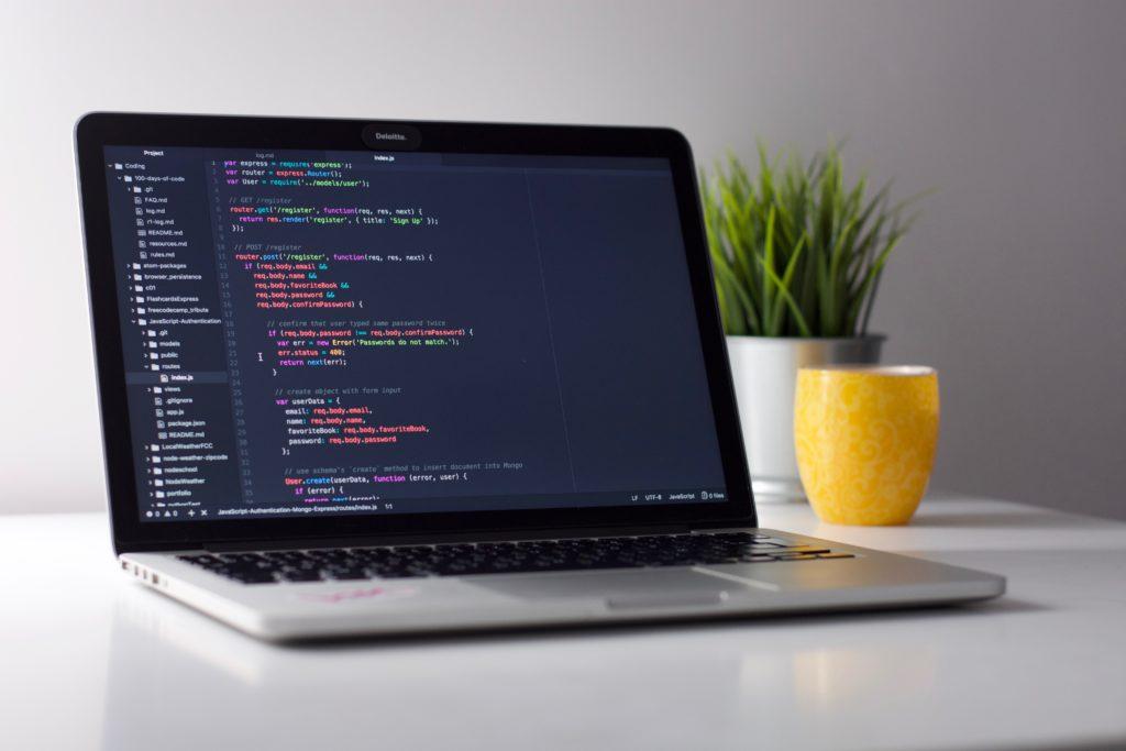 プログラミングスクールに通うのは無駄だと言われる3つの理由