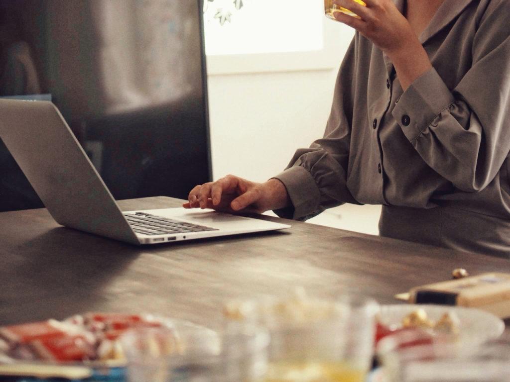 副業としてネットで稼ぐ方法や種類をご紹介