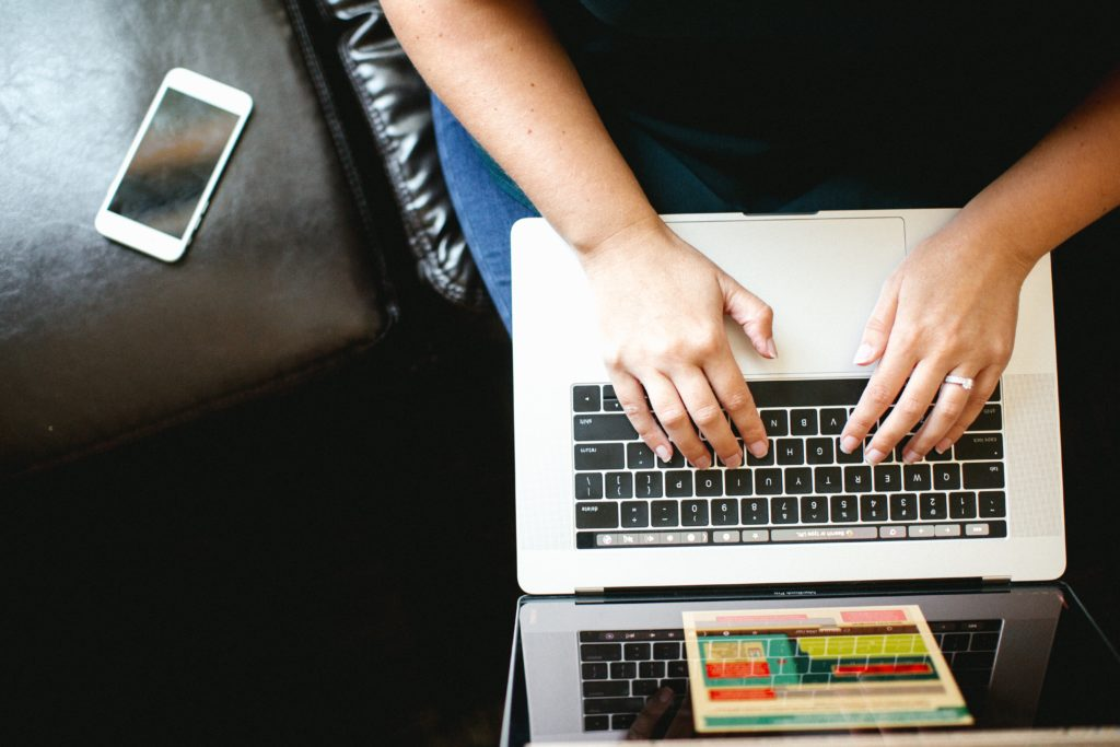 外の学習サイトでプログラミングを学ぶ人が増えてます