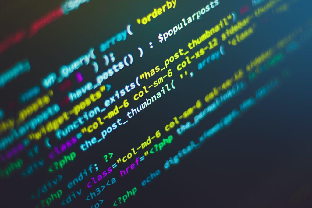 製造業のお客様に常駐し、JavaやPythonを使ってデータ分析